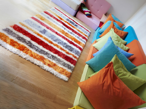 carpet-with-pillows